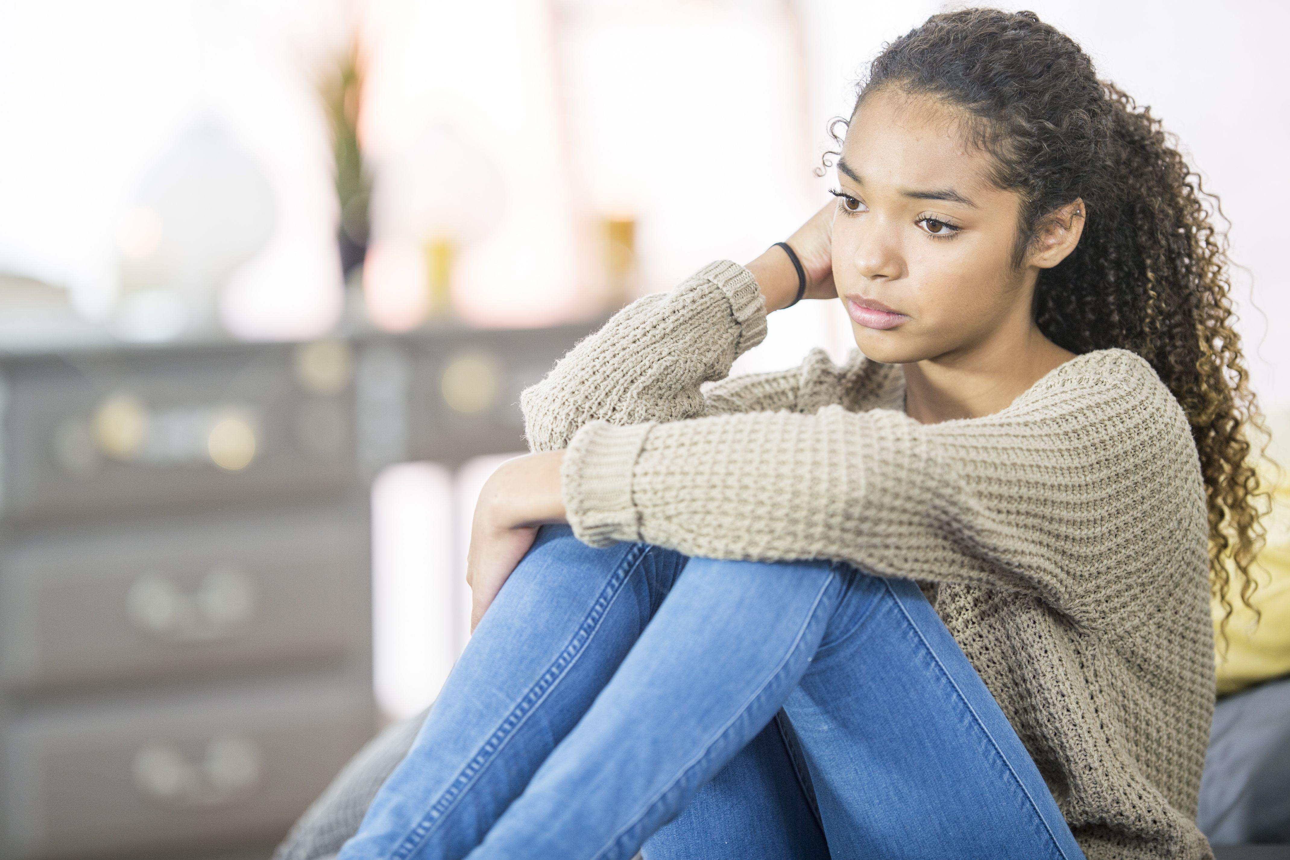 Bệnh động kinh có thể khiến con trở nên mặc cảm về bản thân